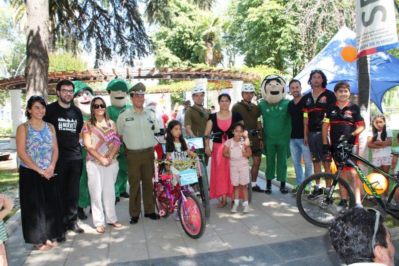"""Autoridades y Viejito Pascuero invitan a """"Cuidar los Límites"""" en estos días de Navidad."""