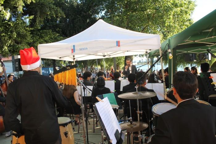 SENDA Los Ríos llevó concierto navideño preventivo hasta la playa Collico en Valdivia