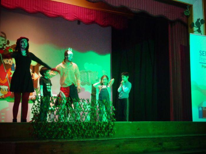 Abordan prevención de alcohol y otras drogas con obra de teatro