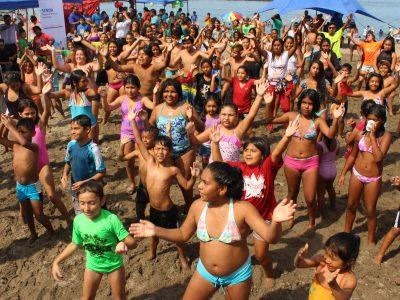 """SENDA lanzó campaña de verano """"Más conversación, menos riesgo"""" en playa La Lisera de Arica"""