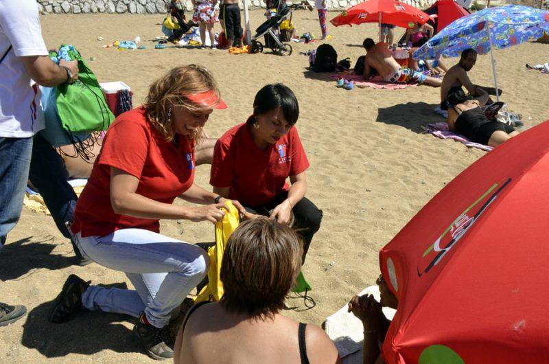 """SENDA lanzó campaña  de verano """"Más conversación, menos riesgo"""" en playa Las Torpederas de Valparaíso"""