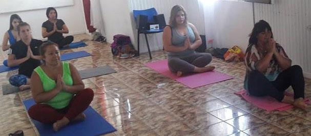 SENDA Previene Quintero realiza talleres de Hatha Yoga en conjunto con la Corporación Municipal de Deportes