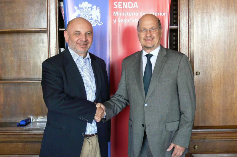 Director de SENDA recibe saludo protocolar del diputado Juan Luis Castro