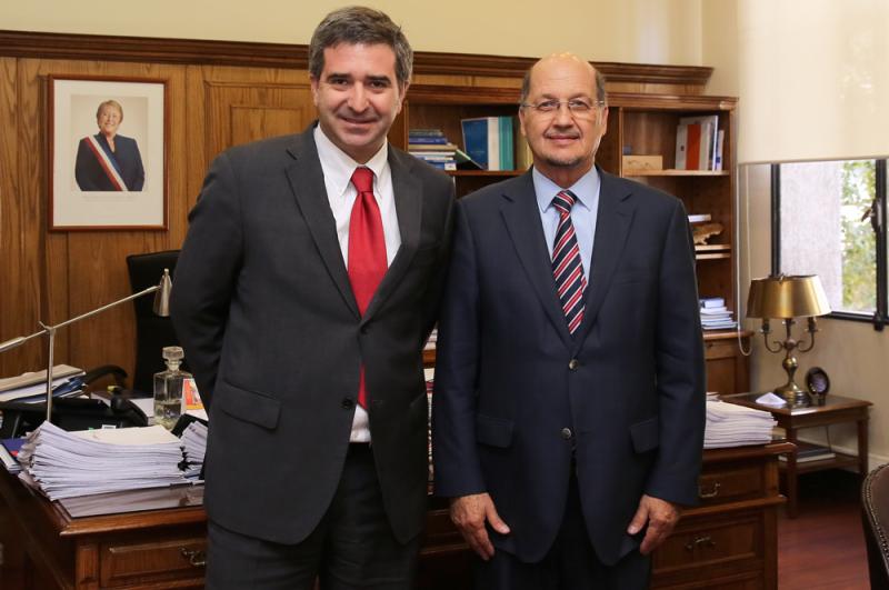 Director de SENDA, Dr. Patricio Bustos, sostiene audiencia protocolar con ministro (S) de Justicia