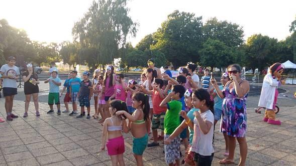 """SENDA Previene Collipulli participa en una tarde entretenida en """"Feria Infantil"""" un trato por un buen trato en la Plaza de Mininco"""