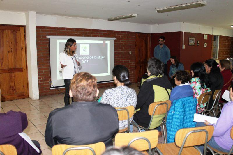 Directora Regional de SENDA Araucanía compartió logros de la agenda de género con usuarias de CECOSAM Amanecer