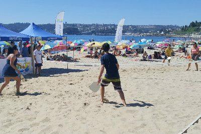 SENDA Previene Tomé realiza campeonato de paletas de playa duplas mixtas en playa Bellavista