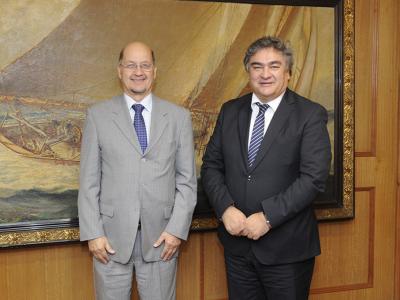 Director de SENDA, Dr. Patricio Bustos, sostuvo reunión protocolar con director de Gendarmería