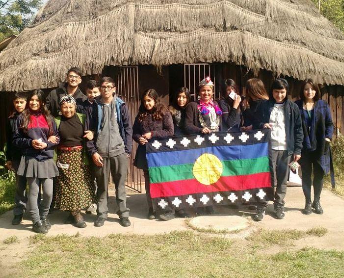 Estudiantes beneficiarios de programa «Actuar a Tiempo» visitan ruka Mapu Lawen