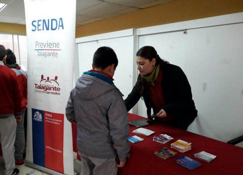 Estudiantes de Talagante reciben visita del SENDA Previene