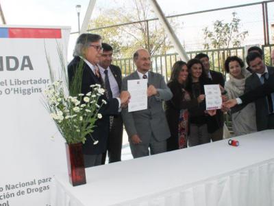 Director Nacional de SENDA firma acuerdo que beneficiará a más de 700 establecimientos educacionales de O'Higgins