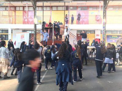 Estudiantes de Huechuraba reciben mensaje del Mes de la Prevención en recreo preventivo