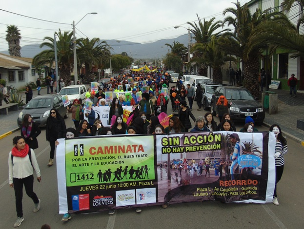 Masiva caminata en Los Vilos por el Día de la Prevención