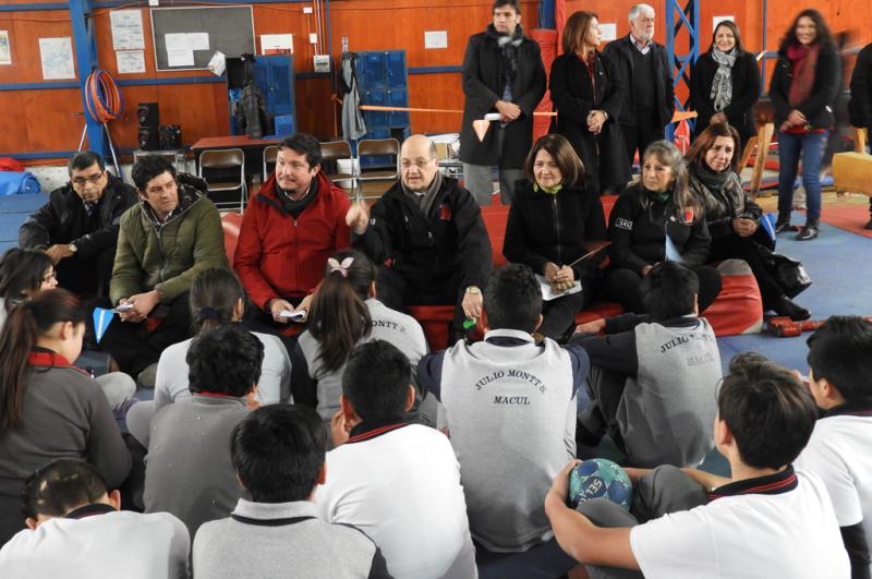 Estudiantes ovallinos celebran fiestas patrias con fonda cero alcohol