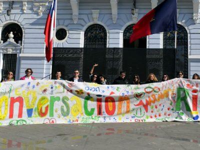 Calles de Valparaíso se llenan de color y música con el Carnaval por la Prevención de SENDA