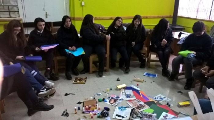 Estudiantes del Liceo Rector Abdón Andrade Coloma de La Unión participan en Taller de Arte Terapia