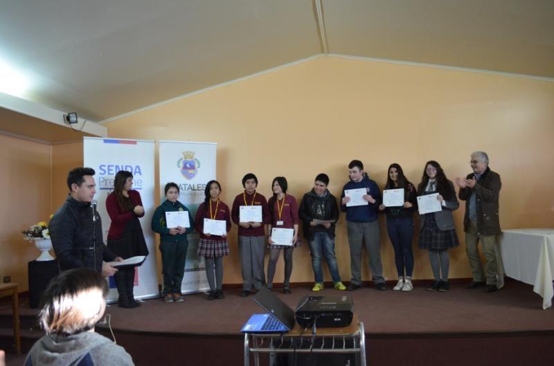 """Cerca de un centenar de niños, niñas y jóvenes fueron parte del concurso """"luz, cámara… sin adicción"""" en Natales"""
