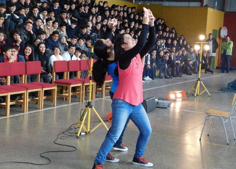 Previene celebra el Mes de la Infancia llevando teatro a los estudiantes de Renca