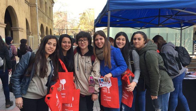 Estudiantes de la Universidad San Sebastián se suman a campaña «Este 18 Cuida tus Límites»
