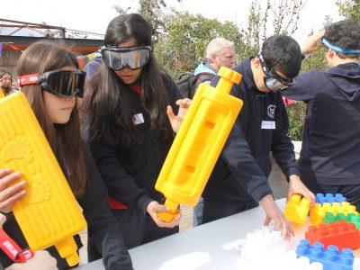 Estudiantes de Vitacura experimentan con anteojos los efectos negativos del consumo de alcohol