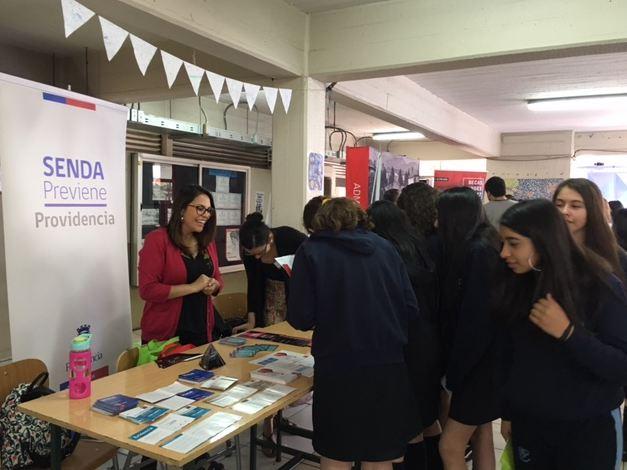 Previene Providencia dialoga con estudiantes del Liceo Carmela Carvajal