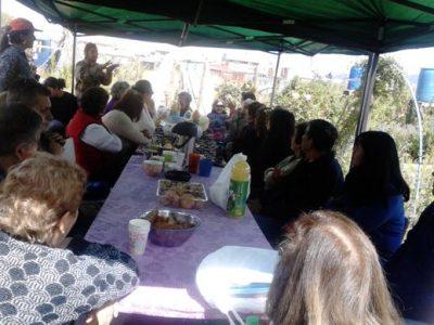 Vecinos y vecinas de La Cisterna aprenden técnicas de reciclaje