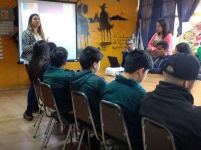 Estudiantes de Isla de Maipo conversan sobre programa Actuar a Tiempo