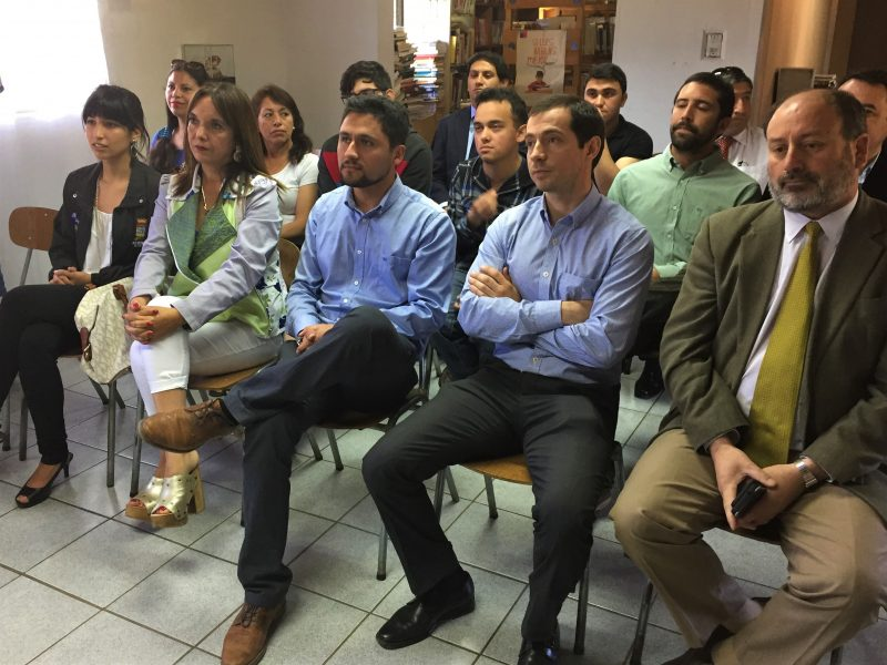 SENDA región del Maule y Municipalidad de Colbún firman convenio para implementación de Bibliodrogas en Biblioteca municipal.