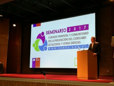 SENDA releva importancia del rol parental y comunitario en la prevención del consumo de drogas