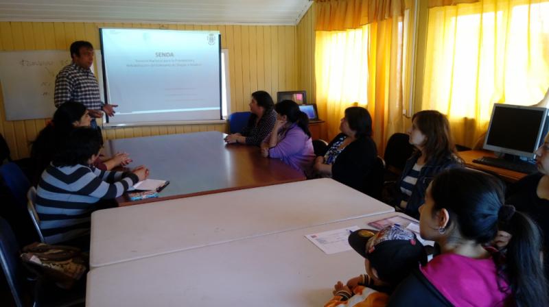 SENDA Previene Lanco efectúo charla preventiva a mujeres jefas de hogar