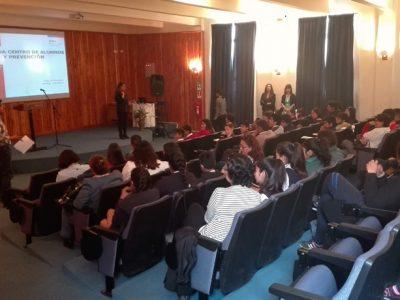 Más de 100 representantes de centros de alumnos participan en jornada de prevención de drogas