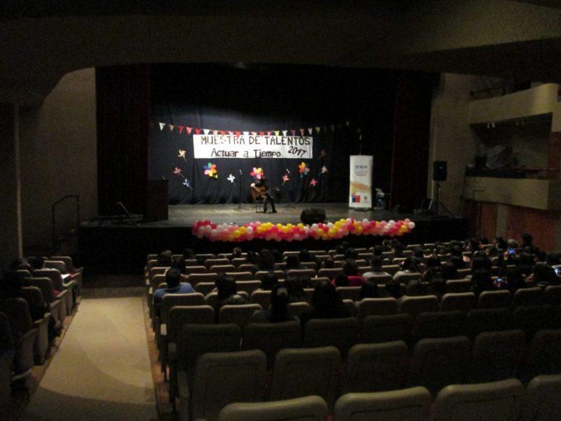 Estudiantes de Valdivia que implementan programa Actuar a Tiempo mostraron sus talentos frente a comunidad escolar