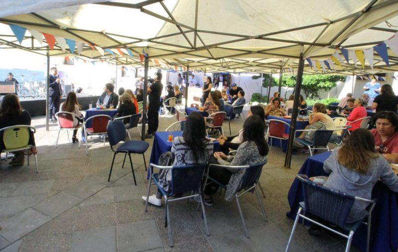 Senda lanza campaña de verano con un bar de tragos sin alcohol al atardecer en Viña del Mar