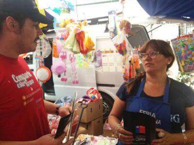 Previene La Cisterna visita ferias libres para difundir campaña Verano Libre de Drogas