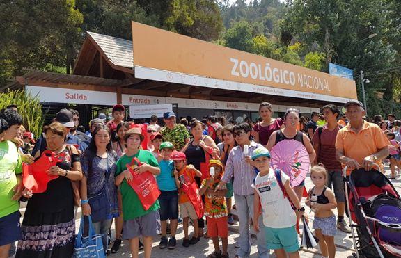Familias de La Cisterna asisten a entretenida jornada en el Zoológico