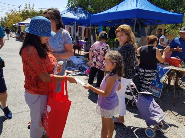 Previene La Cisterna difunde campaña de verano en las ferias libres