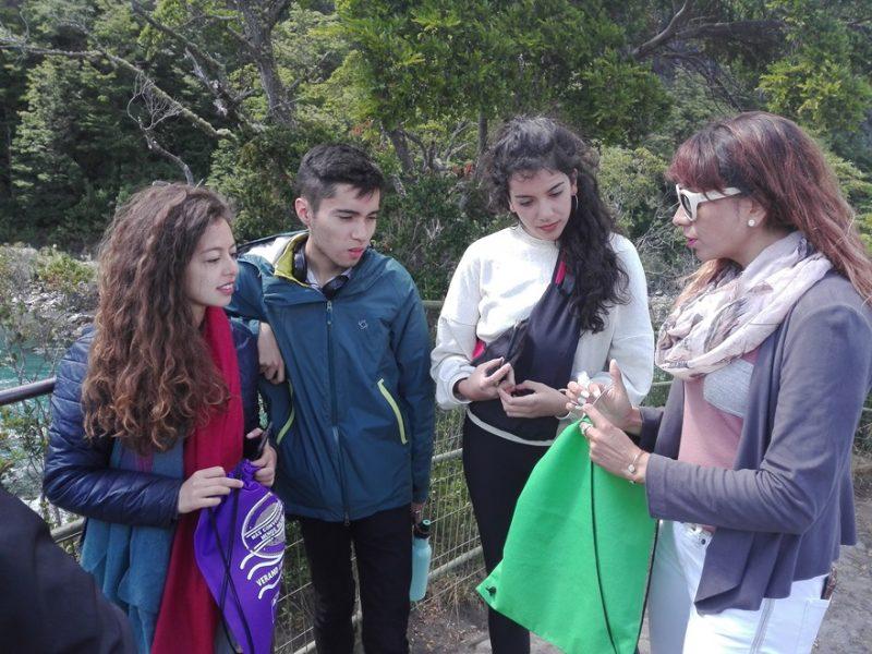 Alumnos de Escuela Paula Jaraquemada disfrutan de obra de teatro
