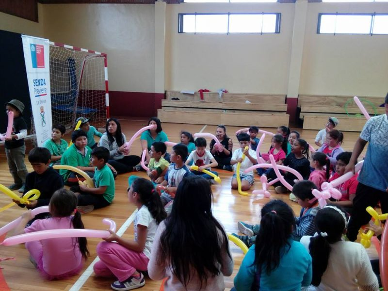 Estudiantes del programa Actuar a Tiempo de SENDA Previene La Unión realizaron actividades recreativas con niños y niñas de la Escuela de Verano