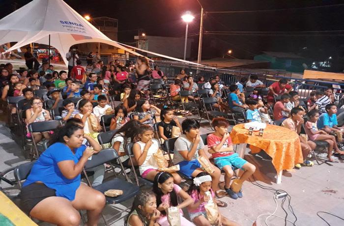 Familias del sector norte de Iquique participan en tardes de cine preventivo