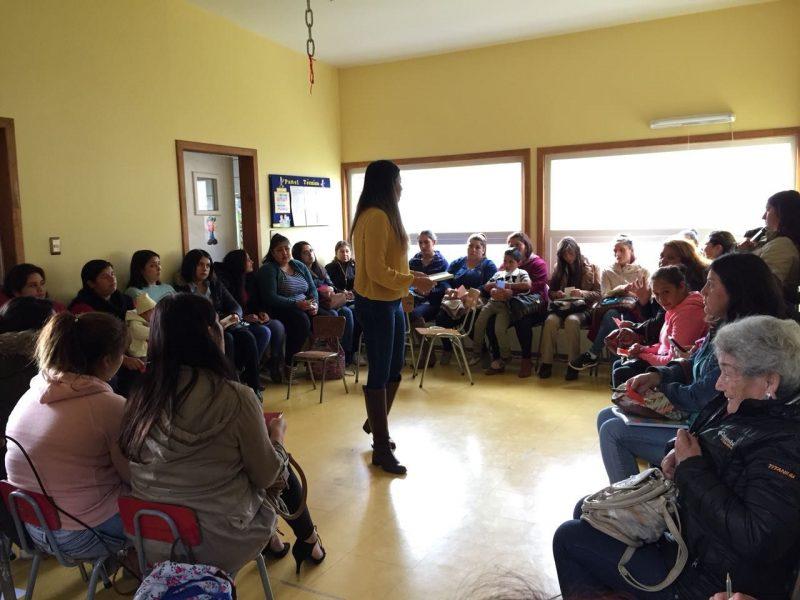 Padres y apoderados de Escuela El Umbral de La Unión participaron en taller de temáticas preventivas