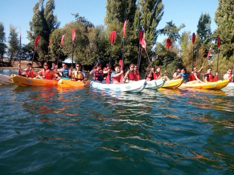 Estudiantes del Programa Actuar a Tiempo de La Unión disfrutaron de bajada en kayak por el Río Bueno
