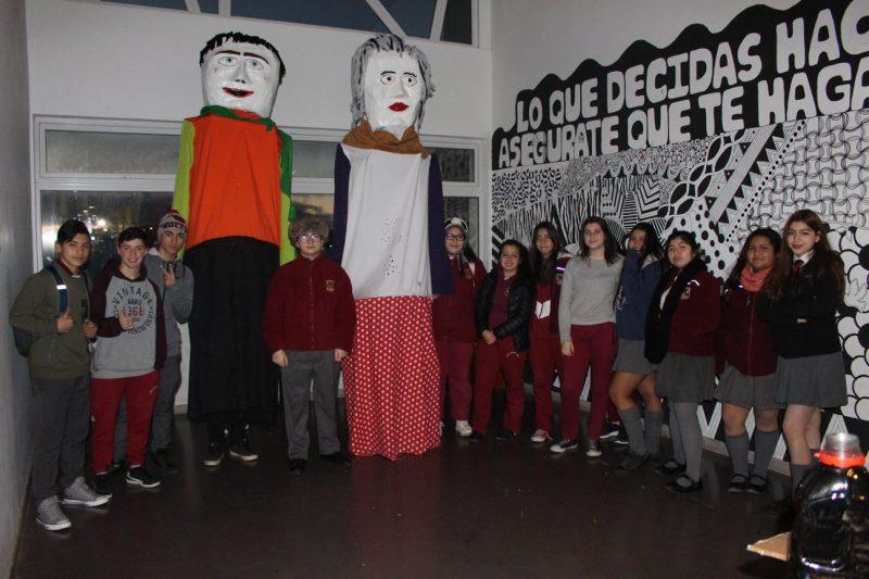 A través del arte, comunidad educativa de Liceo de Porvenir, previene el consumo de alcohol y otras drogas