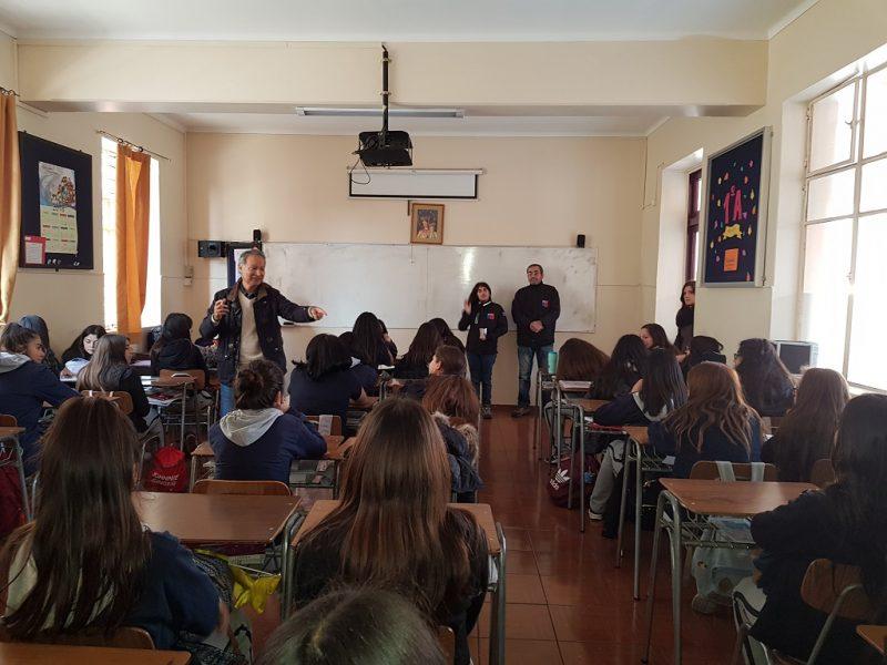 SENDA Previene La Cisterna realiza jornada de difusión preventiva en liceo Laura Vicuña