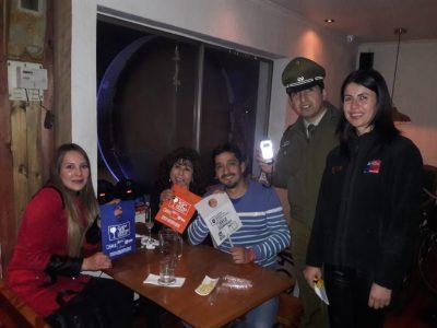 """Con campaña """"Cuida tus Límites"""" SENDA Previene Talca recorrió pub """"Casa Alameda"""""""