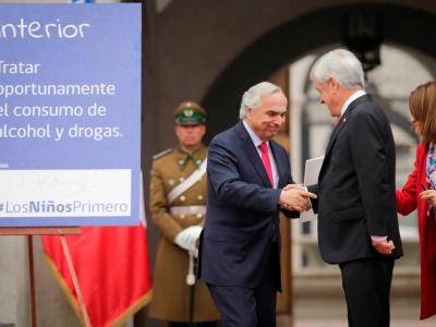 Presidente y ministros firman compromiso por niños del Sename: brindar acceso oportuno a tratamiento del consumo de drogas es una de las medidas