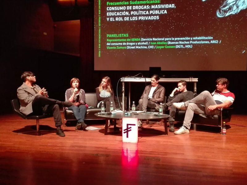 SENDA participó en panel sobre consumo de drogas y música electrónica