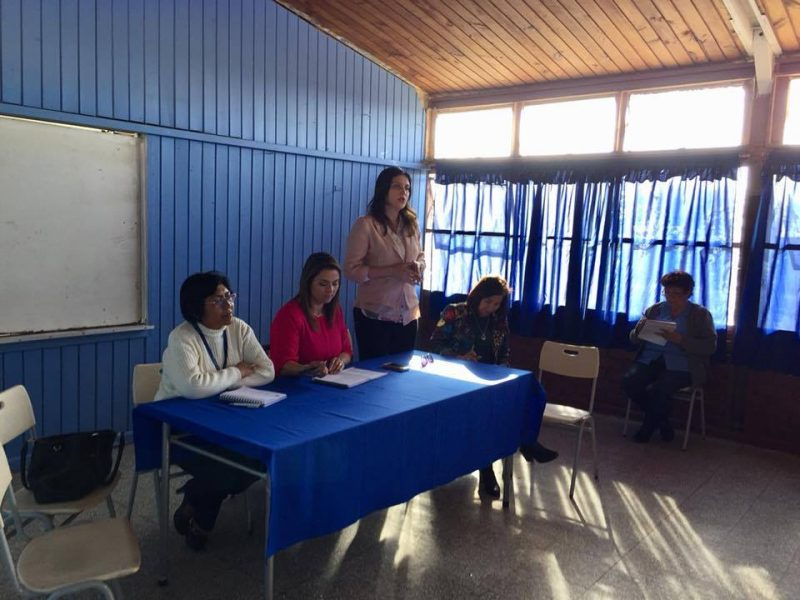 Senda presente en dialogo participativo junto vecinos de Cerro la Cruz.