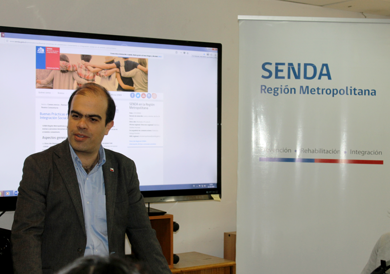 Director Carlos Charme realizó visita a Dirección Metropolitana de SENDA y saludó a equipos Previene