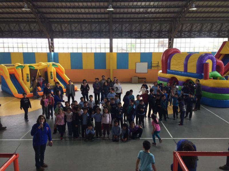Niñas y niños de la Escuela Patricio Lynch y del sector La Cantera de Río Bueno disfrutaron de tarde recreativa