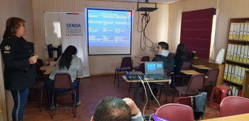 Trabajadores de La Cisterna recibieron capacitación sobre prevención del consumo de sustancias en espacios laborales